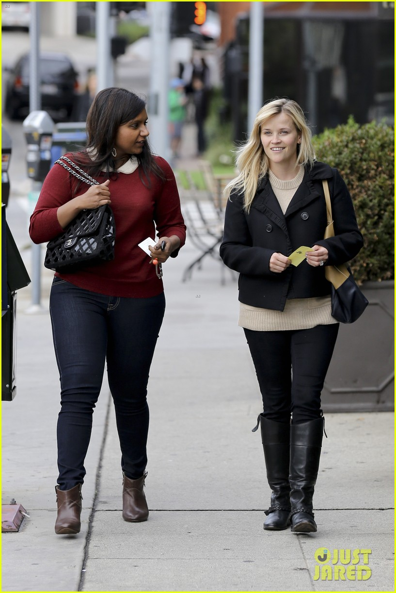 Reese Witherspoon Lunch With Mindy Kaling Photo 2767421 Mindy Kaling Reese Witherspoon Pictures Just Jared