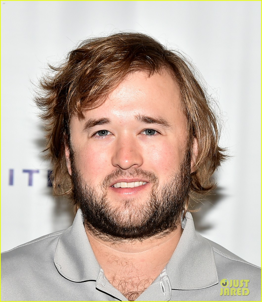 haley joel osment goes golding to benefit the sag foundation 023208643