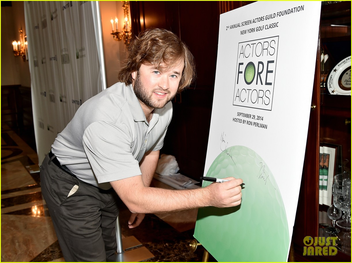 haley joel osment goes golding to benefit the sag foundation 063208647