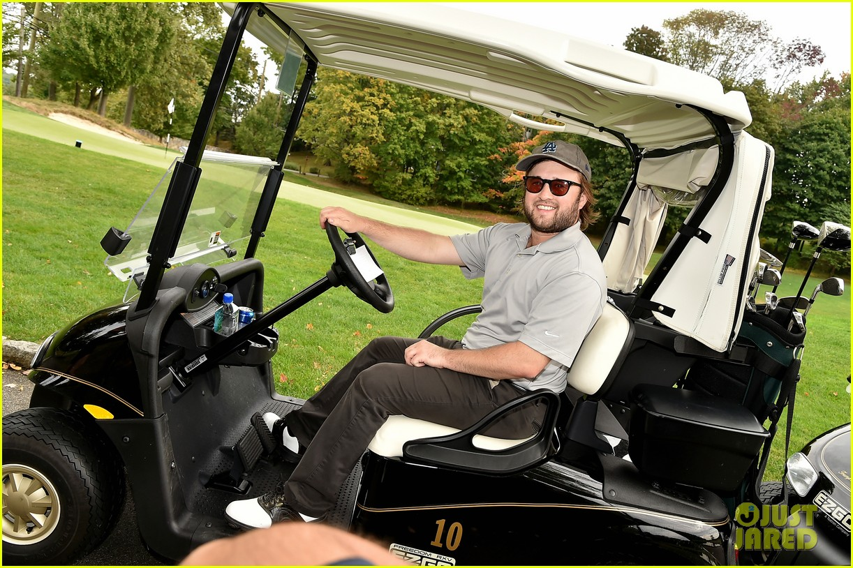 haley joel osment goes golding to benefit the sag foundation 113208652