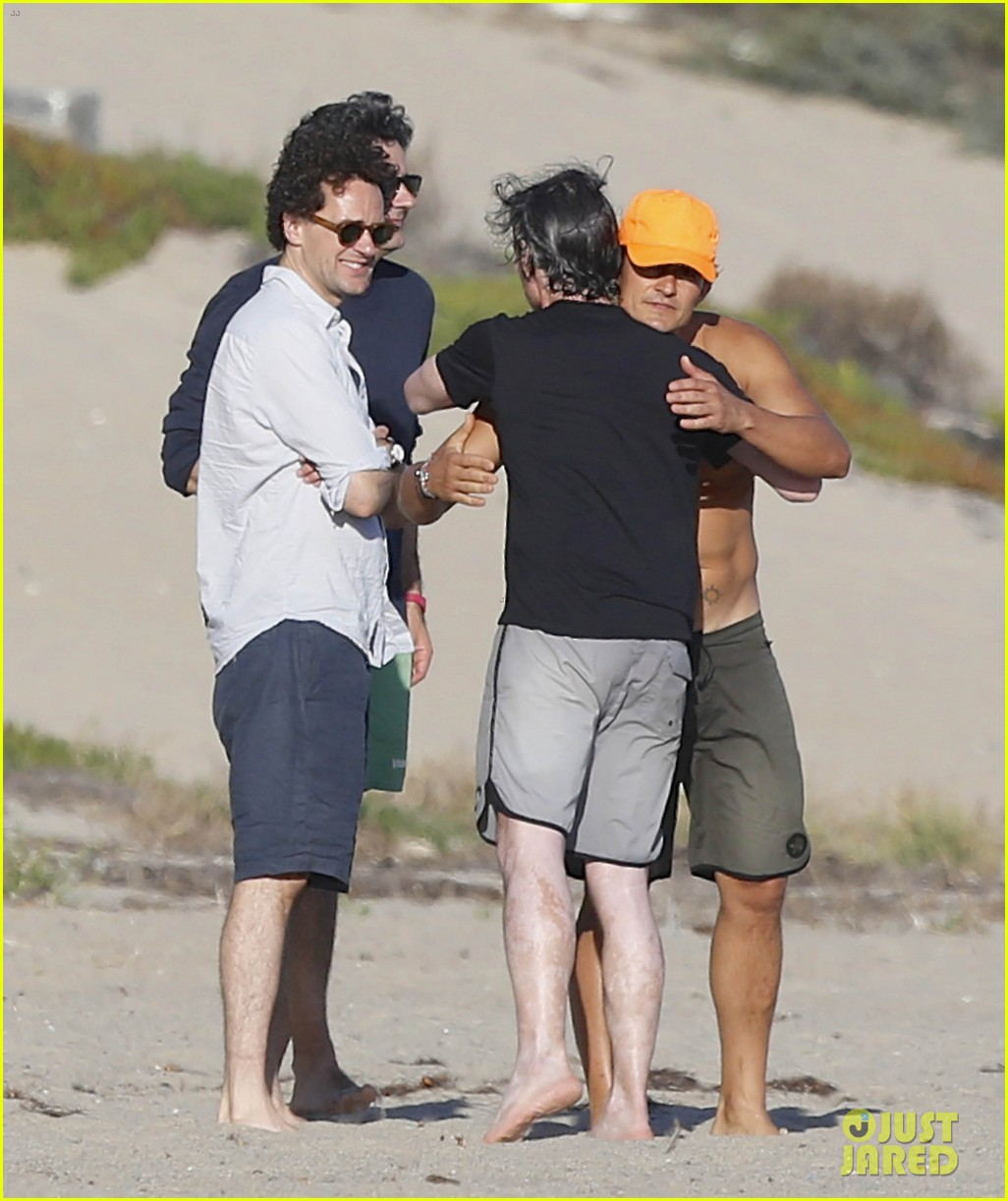Orlando Bloom Looks Ripped While Shirtless on Malibu Beach: Photo 3476952   Kenny Chesney, Laird