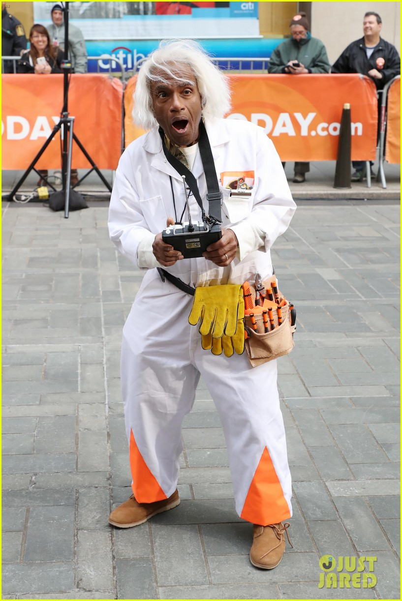 today show hosts show off their 80s inspired halloween costumes 014173857