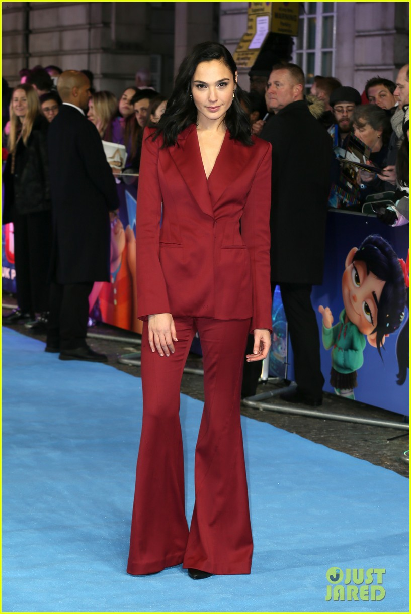 Gal Gadot Sarah Silverman Bring Ralph Breaks The Internet To London Photo 4187530 Gal Gadot John C Reilly Sarah Silverman Pictures Just Jared