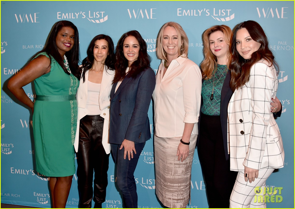 olivia munn minka kelly more join forces at emilys list pre oscars event 044240788