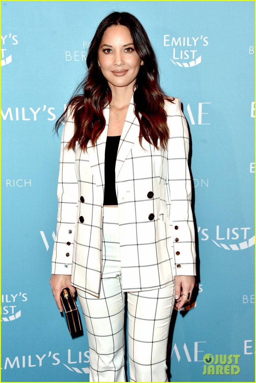 olivia munn minka kelly more join forces at emilys list pre oscars event 114240795