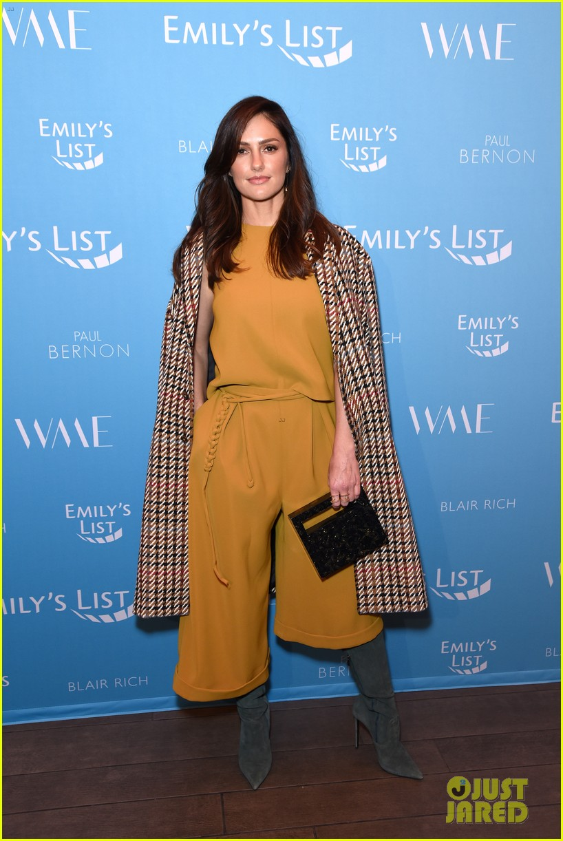 olivia munn minka kelly more join forces at emilys list pre oscars event 164240800