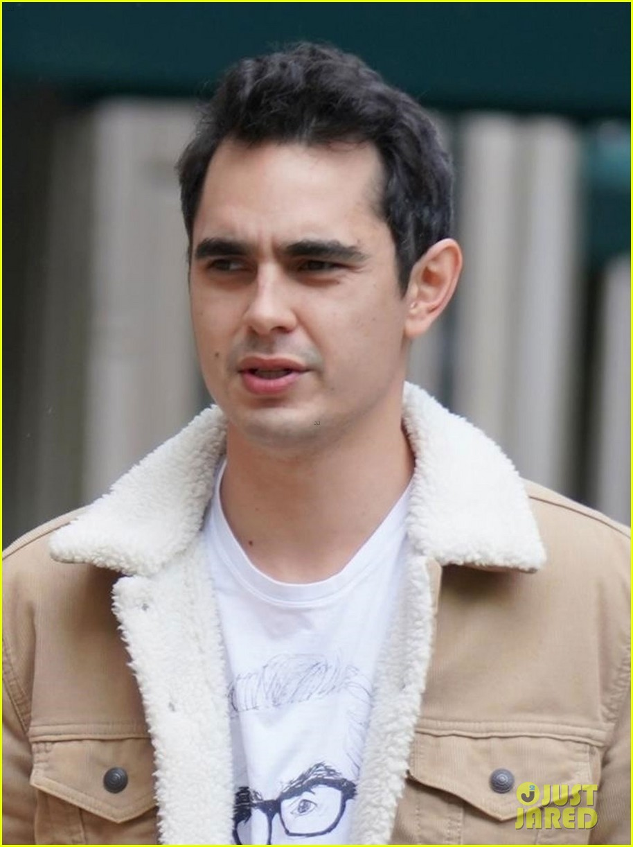rumored new couple elle fanning max minghella go for nyc stroll 024282785