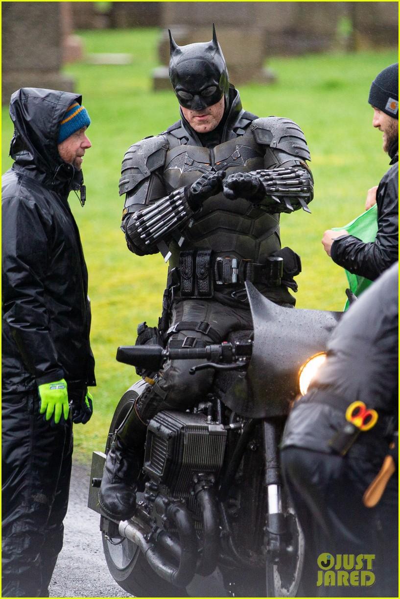 The Batman' Set Photos Reveal Closer Look at New Batsuit!: Photo 4440373 |  Robert Pattinson, The Batman Pictures | Just Jared