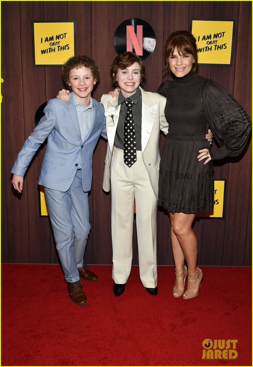 sophia lillis wyatt oleff cast not okay premiere 054442328