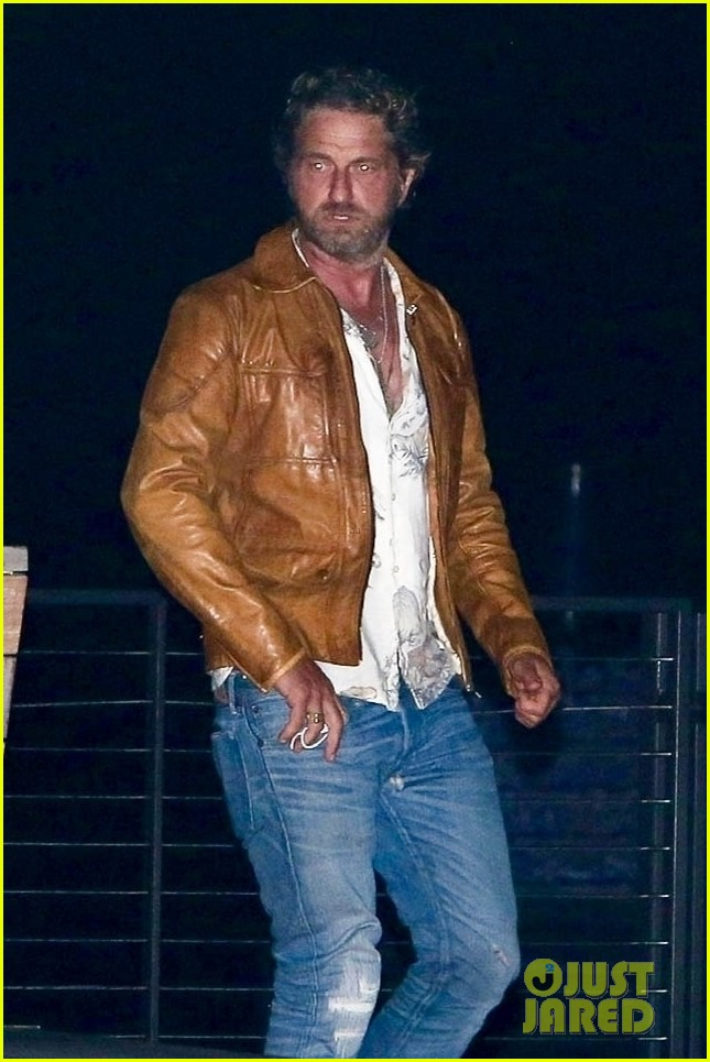 gerard butler goes out for dinner 014466348