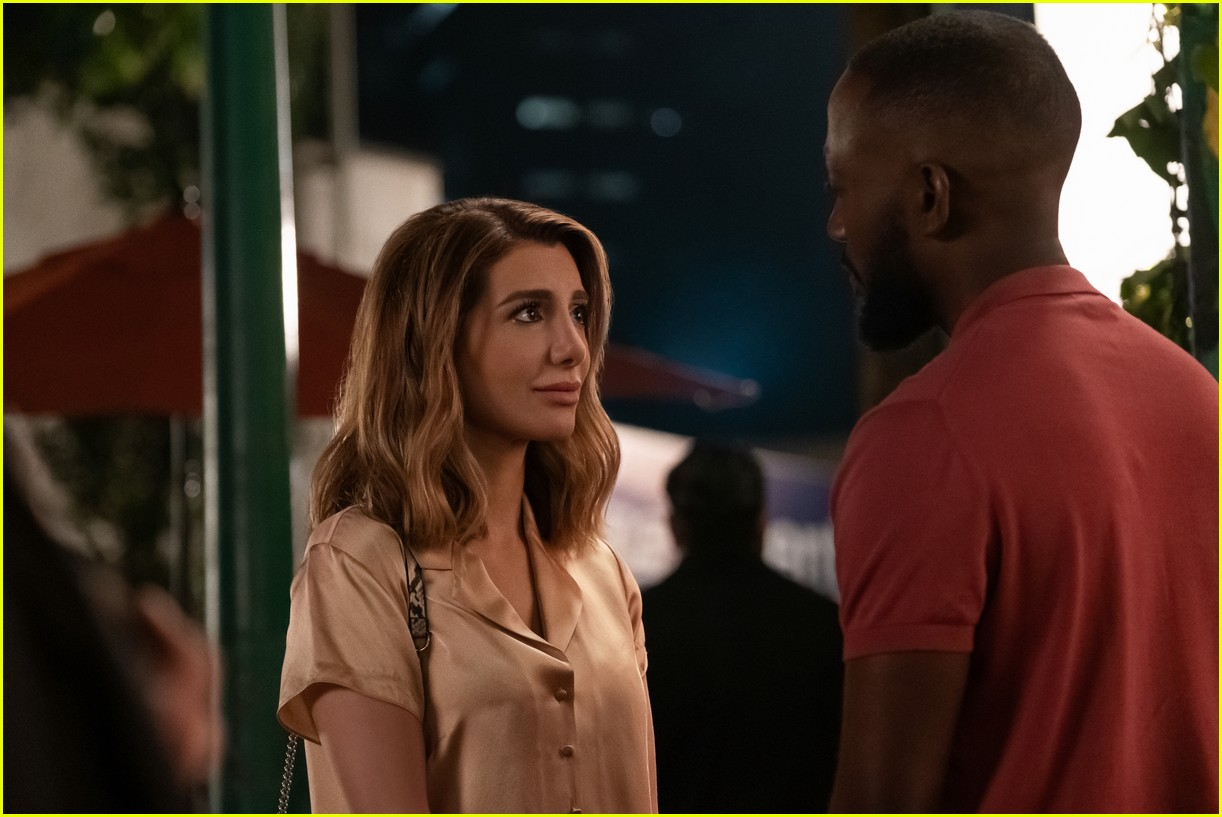 The Stars Of Netflix S Desperados Have Played A Couple Before Photo 4467687 Lamorne Morris Nasim Pedrad Netflix Pictures Just Jared