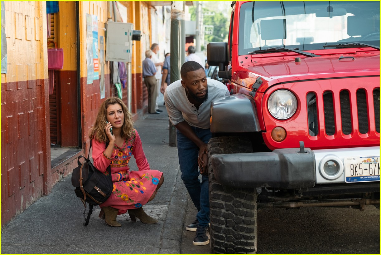 The Stars Of Netflix S Desperados Have Played A Couple Before Photo 4467688 Lamorne Morris Nasim Pedrad Netflix Pictures Just Jared