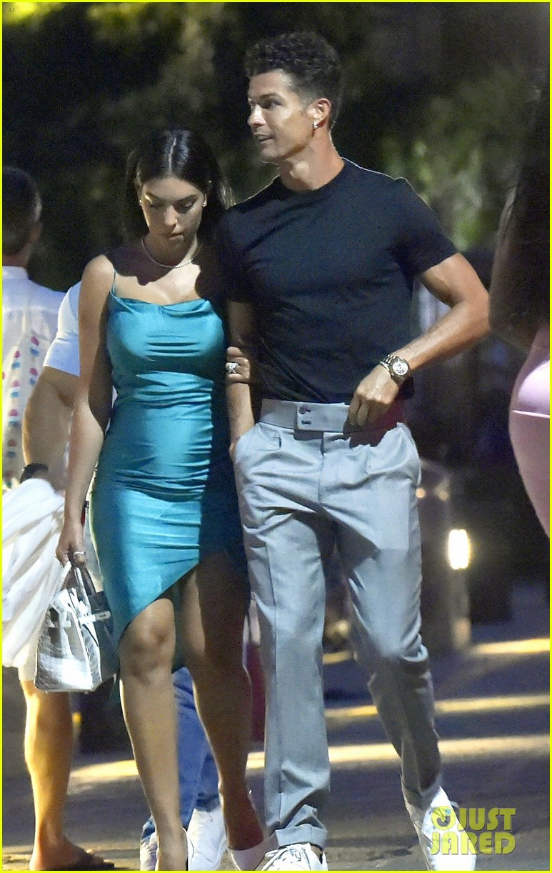 Cristiano Ronaldo Girlfriend Georgina Rodriguez Couple Up For Date Night In Italy Photo 4473618 Cristiano Ronaldo Georgina Rodriguez Pictures Just Jared