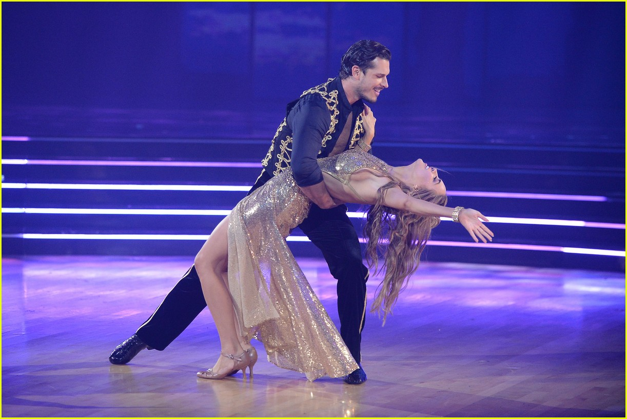 chrishell stause first week dancing with the stars 034483299