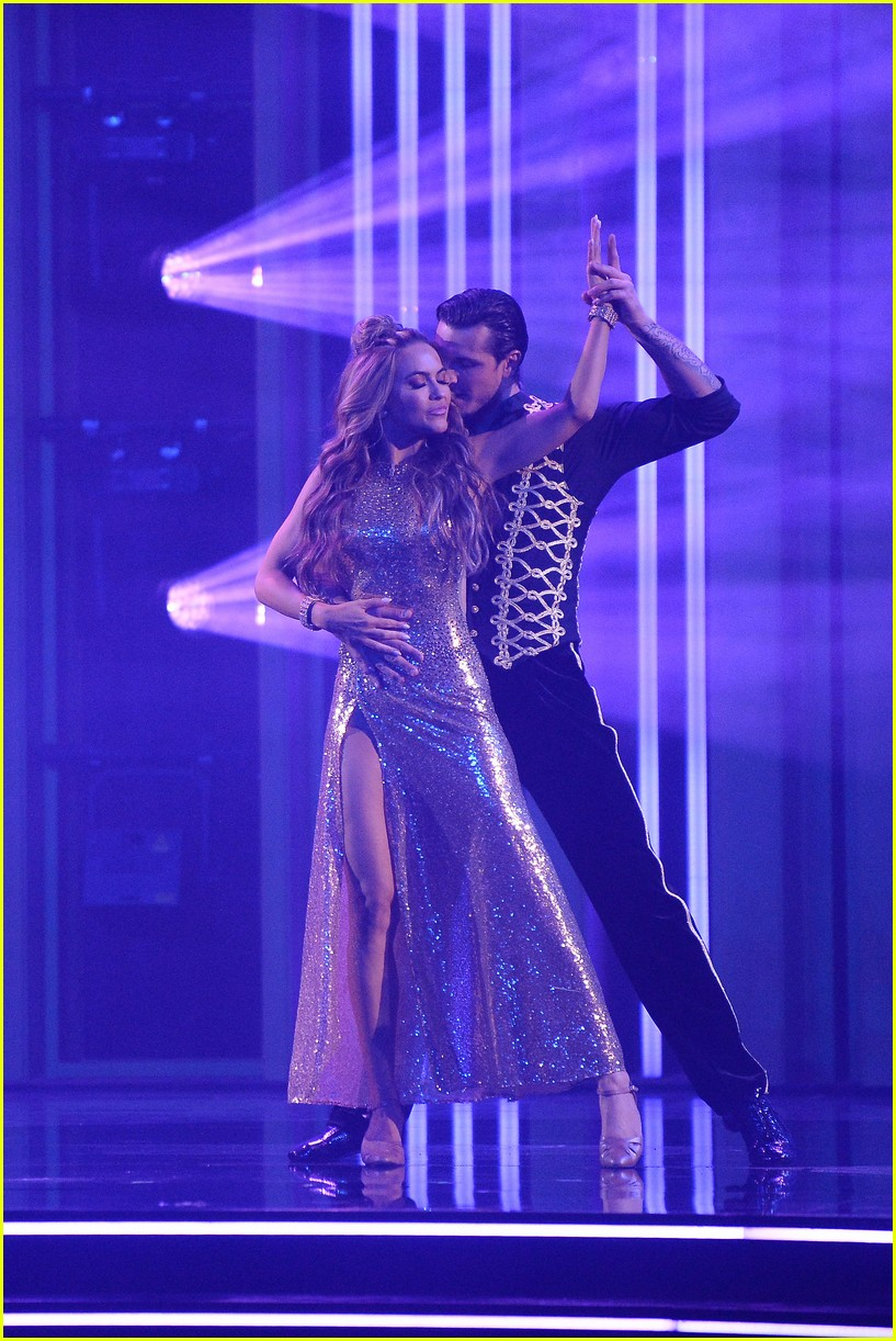 chrishell stause first week dancing with the stars 044483300