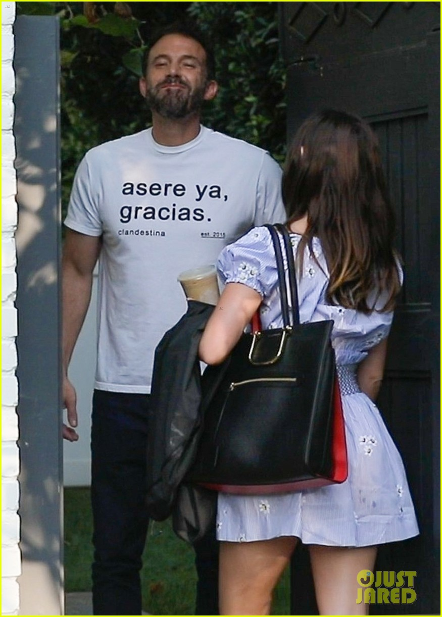 ben affleck ana de armas spotted together for first time in months 024493319