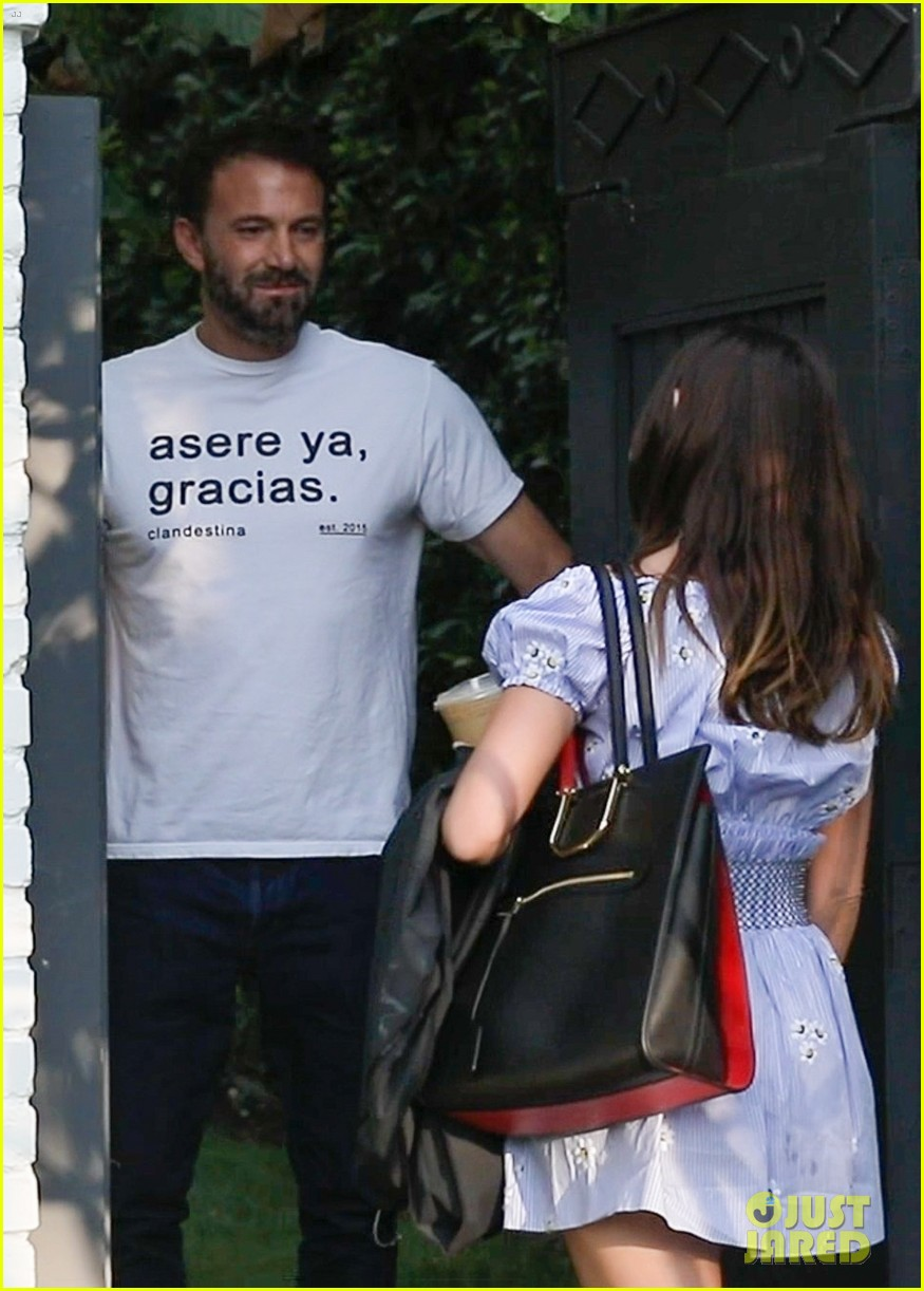 ben affleck ana de armas spotted together for first time in months 044493321