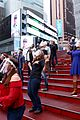 broadway stars come together in times square 02