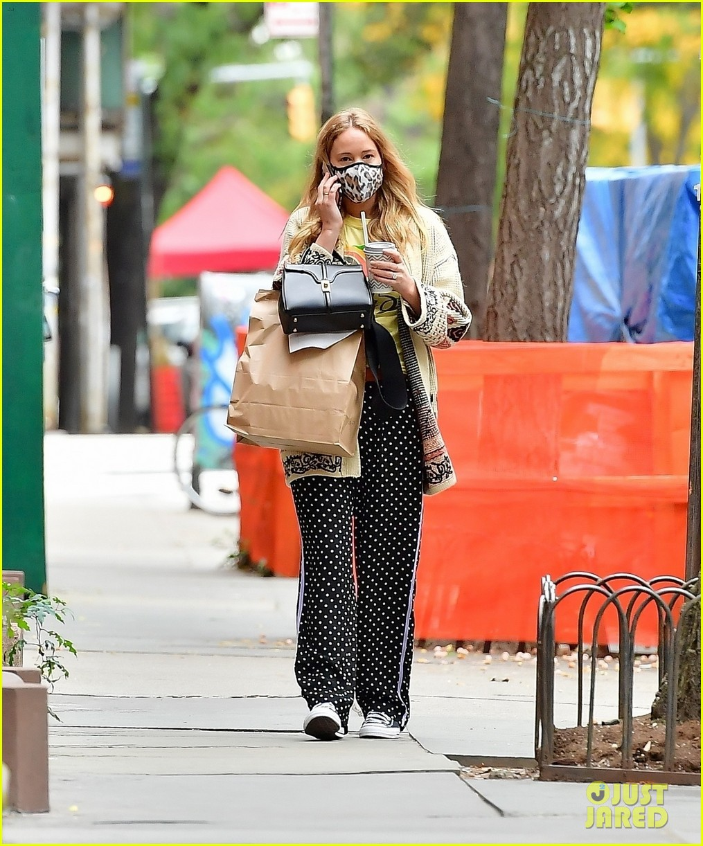 jennifer lawrence casual fashion in new york city 014495671