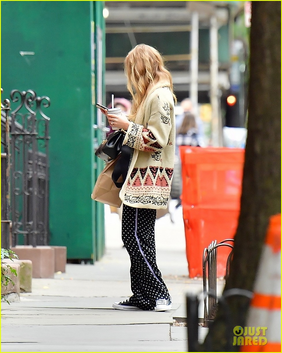 jennifer lawrence casual fashion in new york city 034495673