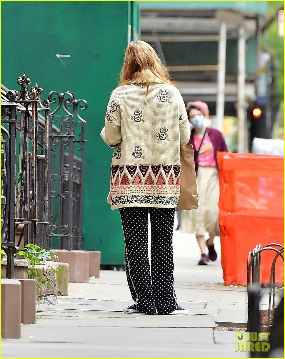 jennifer lawrence casual fashion in new york city 054495675
