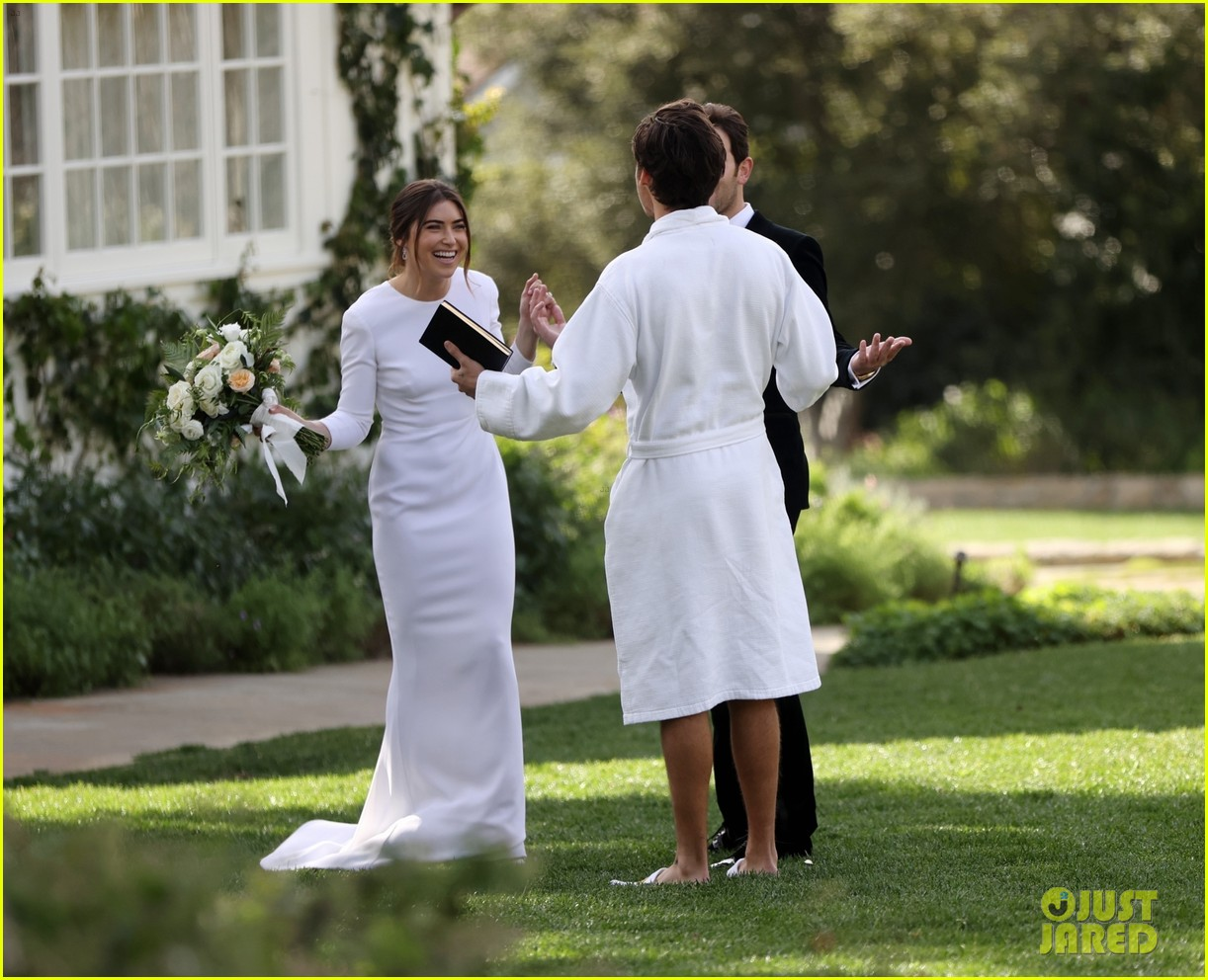 Harry Styles Wore A Bathrobe Slippers For His Manager S Wedding Photos We Have All The Pics Photo 4514865 Glenne Christiaansen Harry Styles Jeffrey Azoff Olivia Wilde Pictures Just Jared