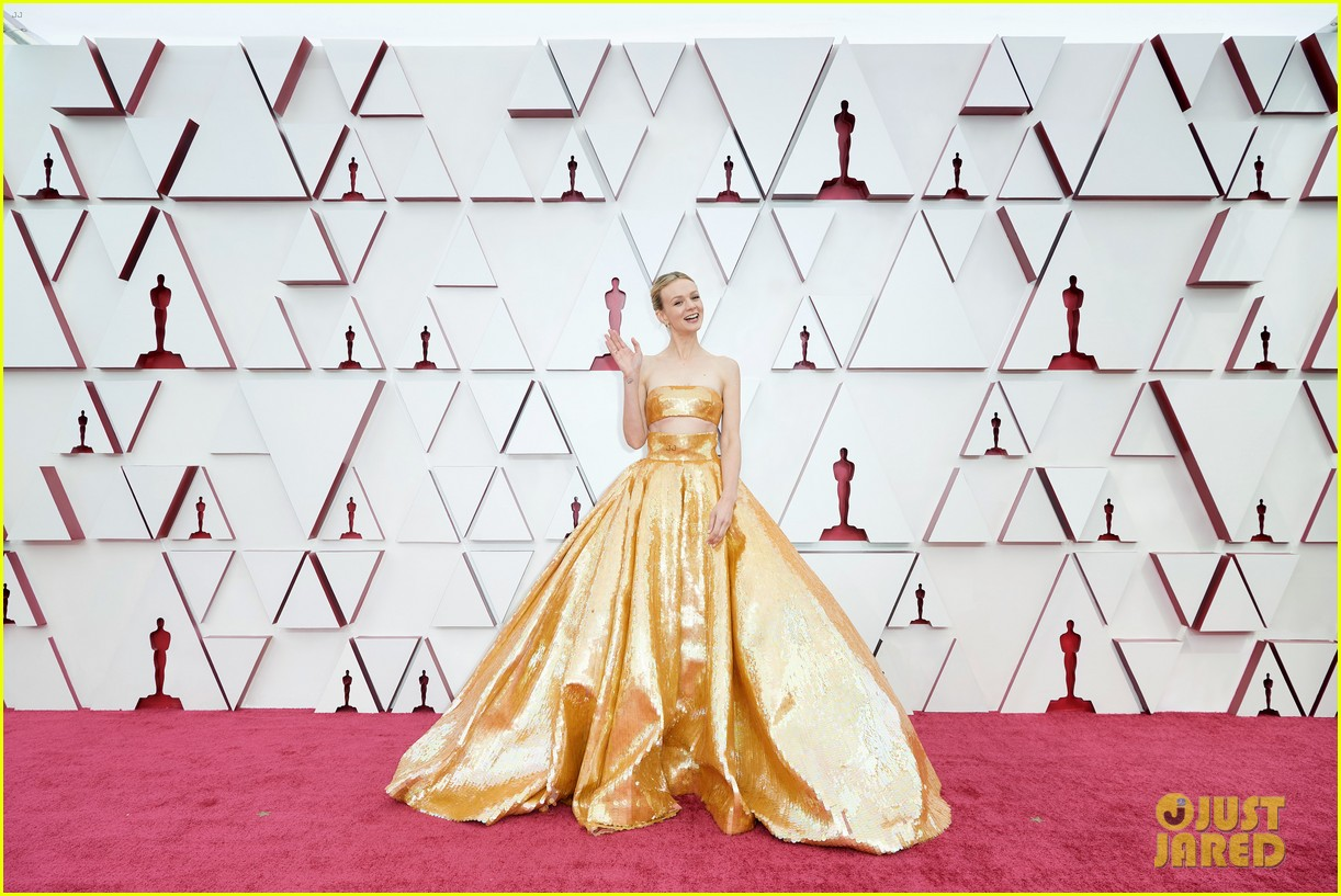 gold trend looks red carpet oscars 074547953