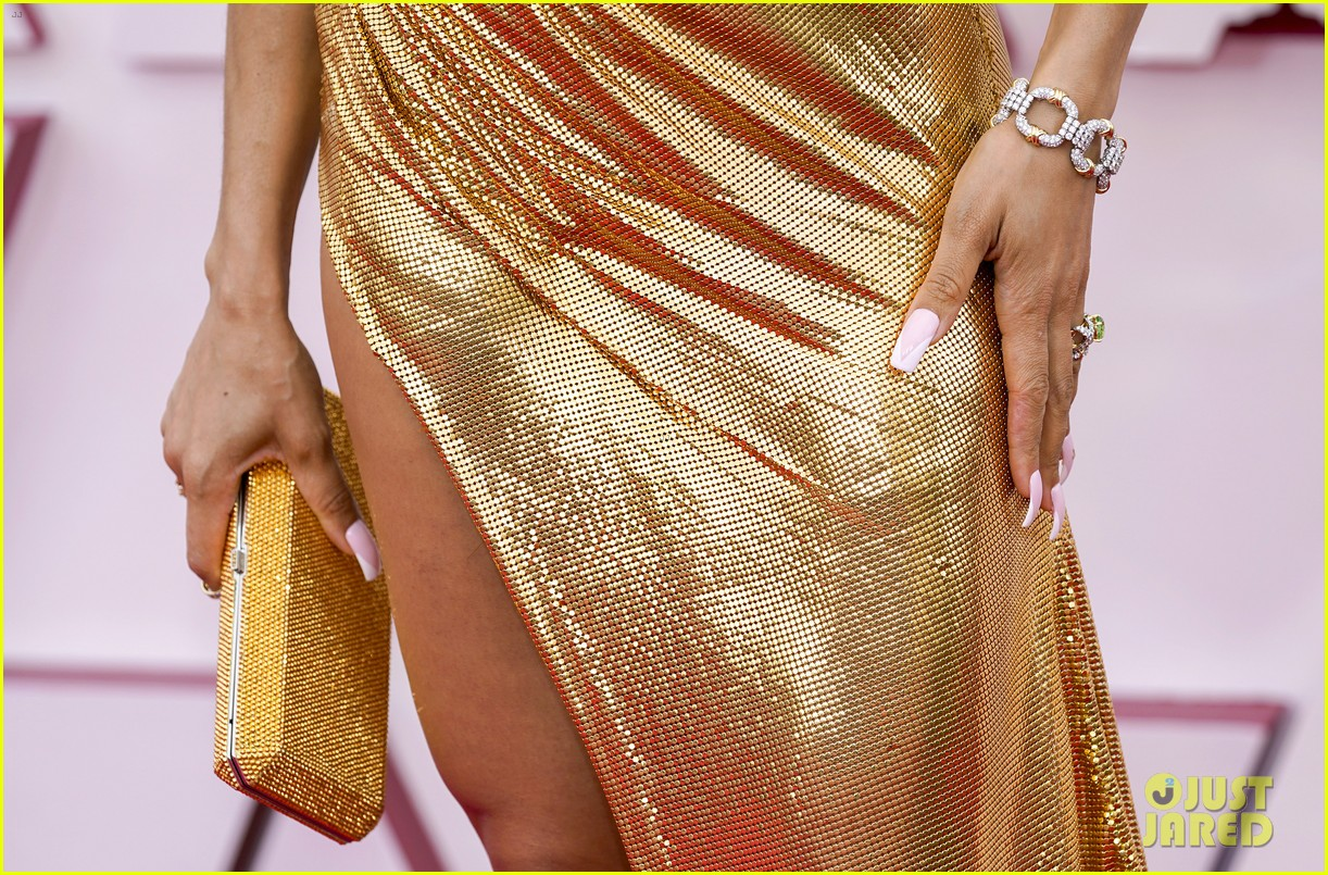 gold trend looks red carpet oscars 104547956