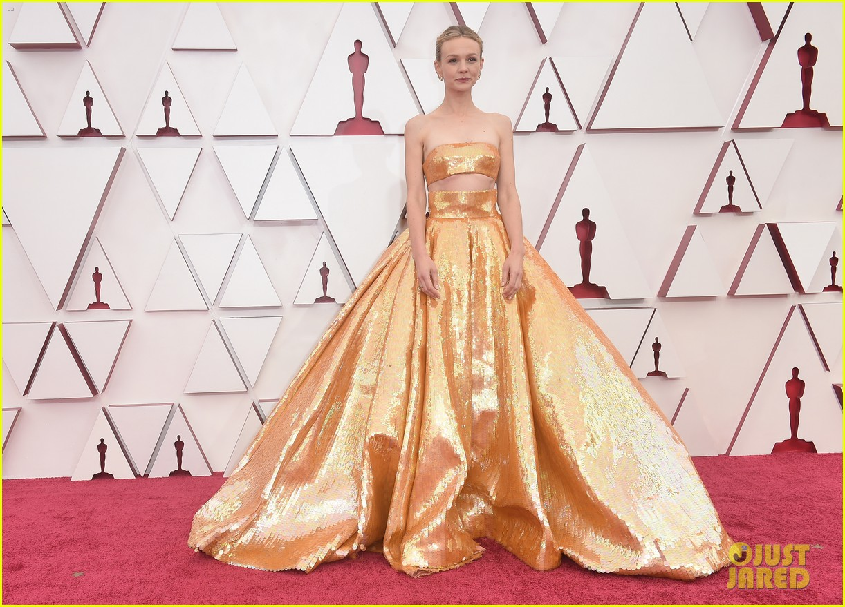 gold trend looks red carpet oscars 194547965
