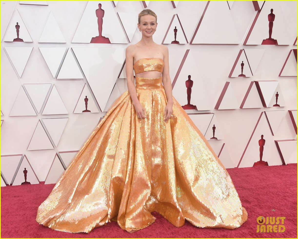 gold trend looks red carpet oscars 214547967