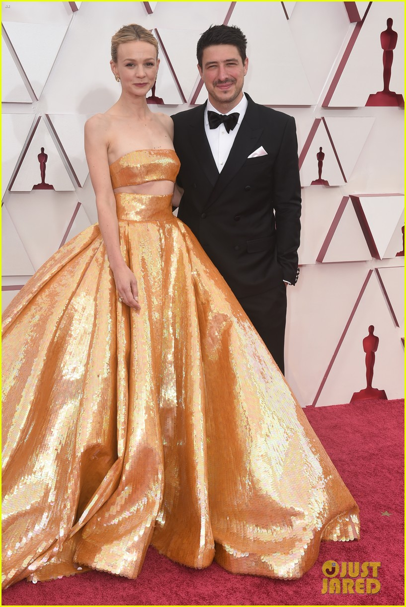 gold trend looks red carpet oscars 224547968