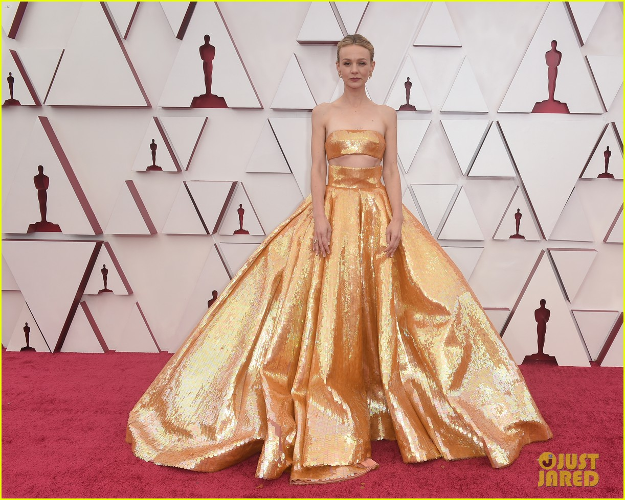 gold trend looks red carpet oscars 244547970