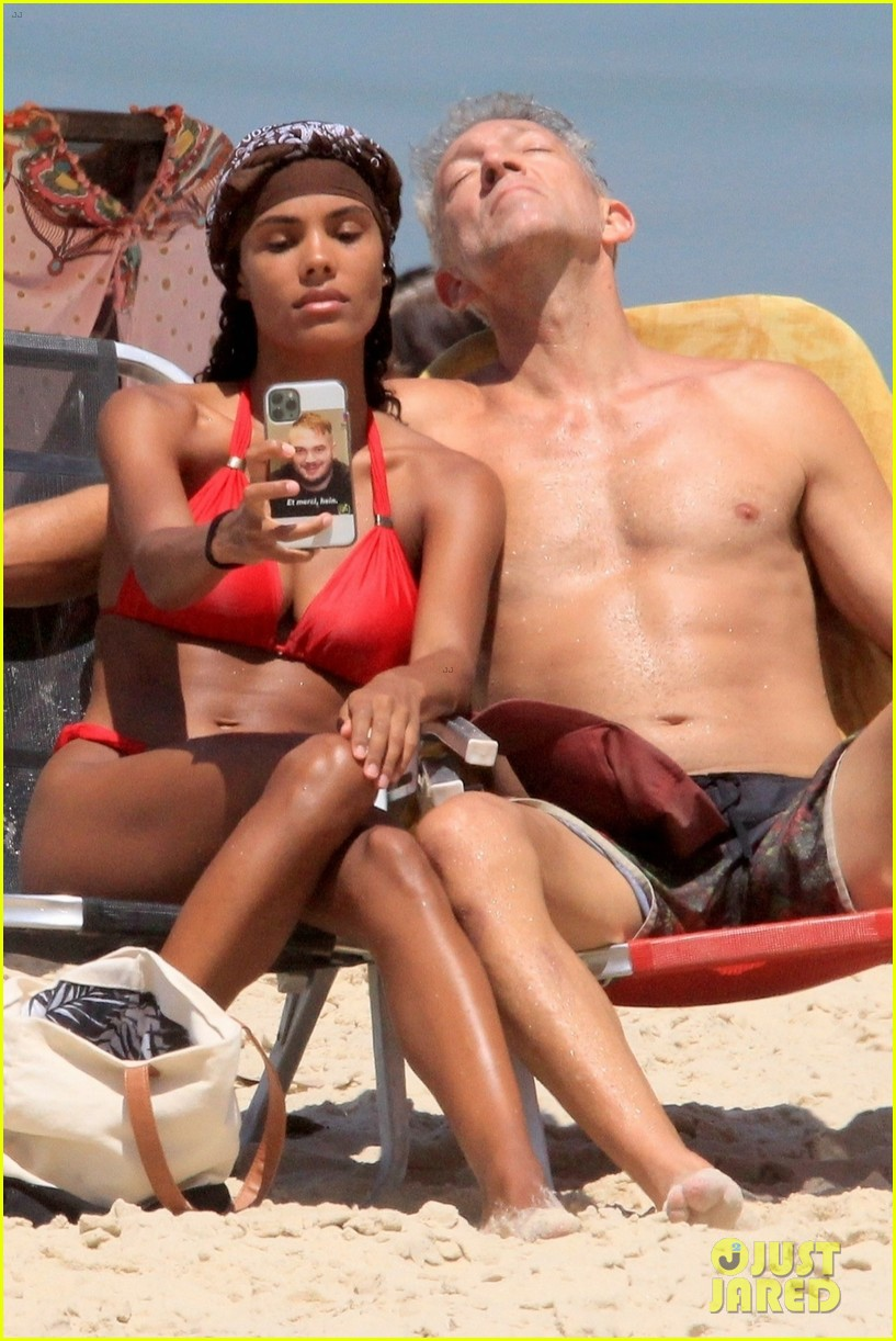 vincent cassel ripped abs day at the beach 014545246