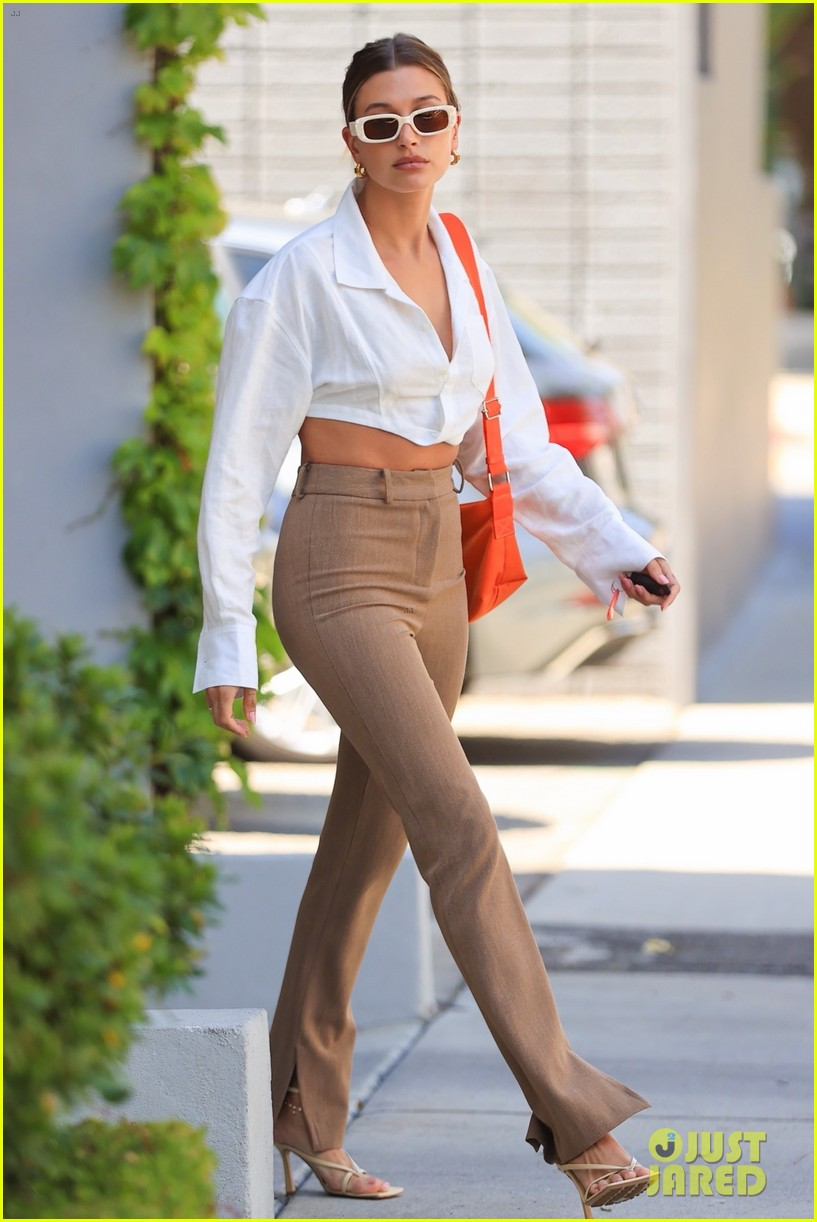 hailey bieber shows of toned midriff for business meeting 014552716
