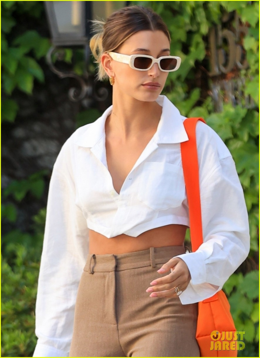hailey bieber shows of toned midriff for business meeting 024552717