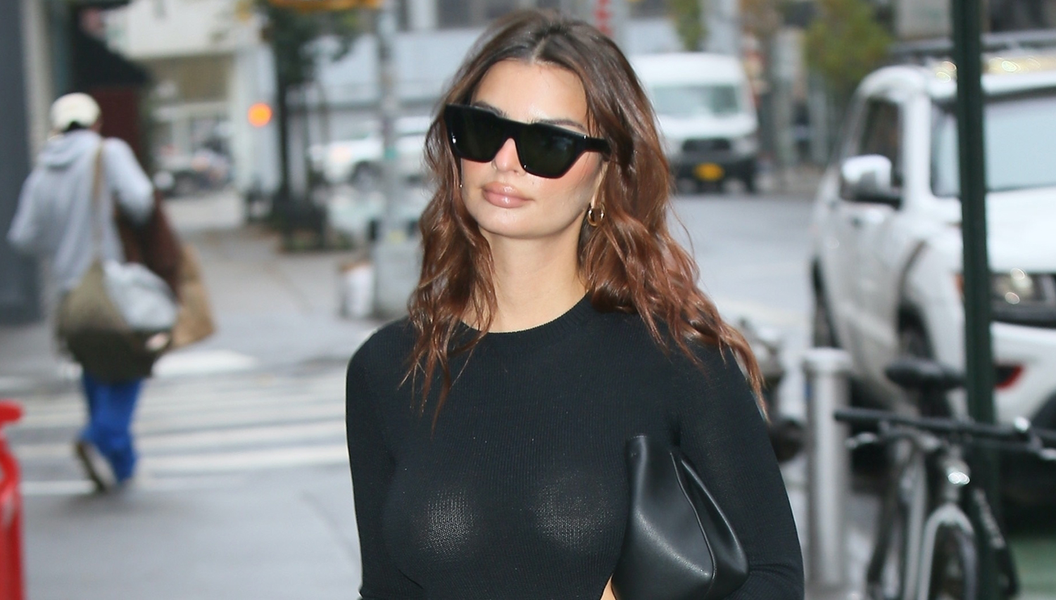 Emily Ratajkowski Is Pregnant And Showing Her Baby Bump In