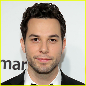Skylar Astin Shows Off Ripped Body to Promote 'Zoey's Extraordinary Playlist' Season 2 Finale